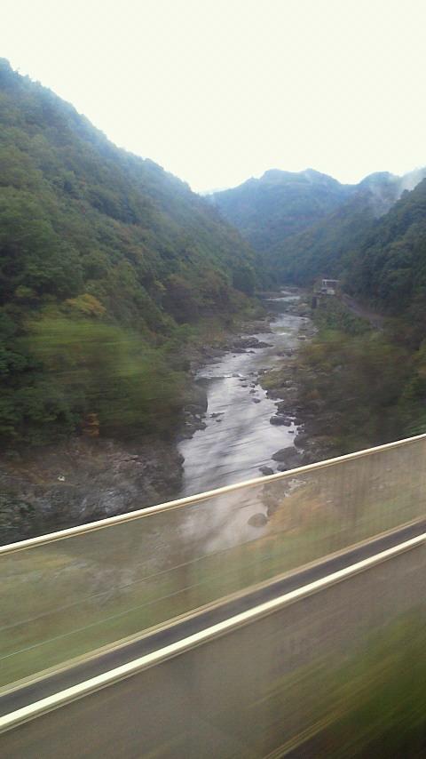 ぴりぴり、秋雨降る保津峡