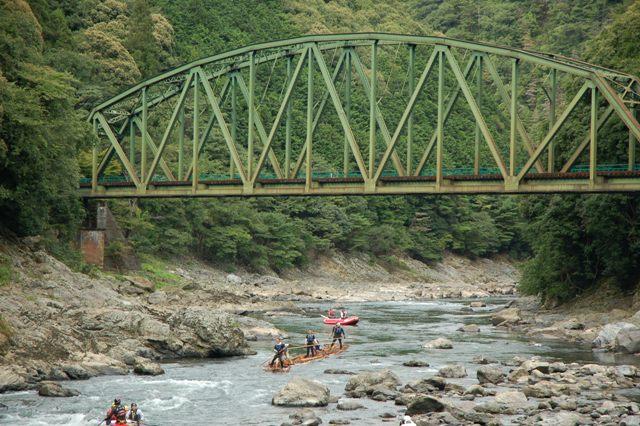 保津川にかかる鉄橋を・・・: みずのね、かぜのね