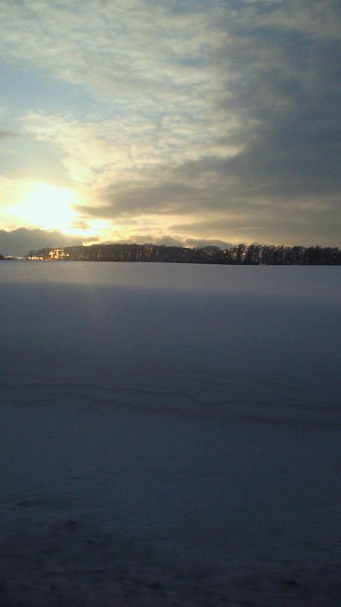 雪の向こうの夕焼け